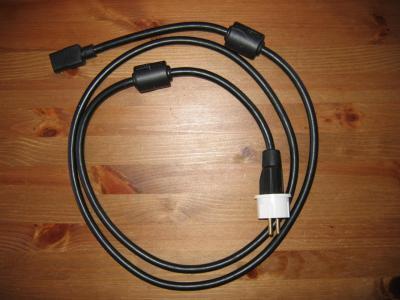 cordon-secteur-mit-zcord-2-1-x-nema-5-15-avec-adaptateur-type-ef-m-1-x-iec-320-c13-f-2-m-noir.jpg